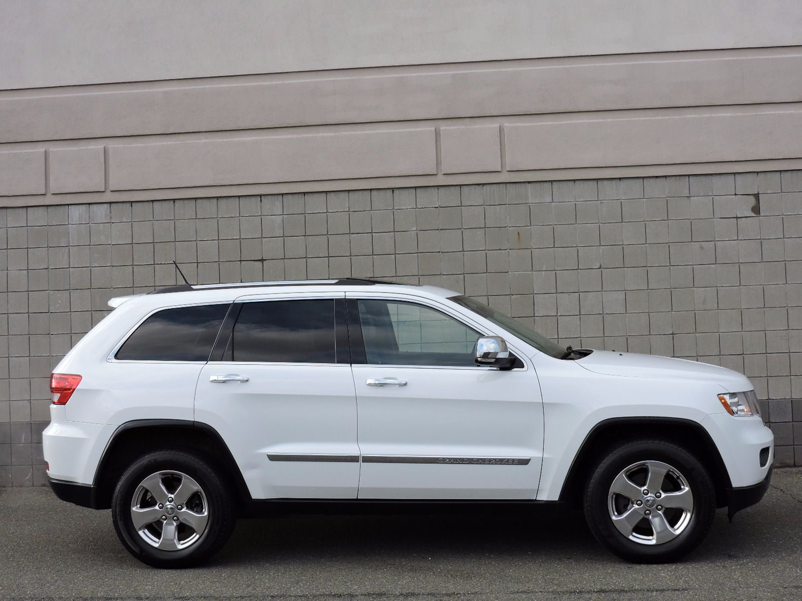 used 2013 jeep grand cherokee limited at saugus auto mall. Black Bedroom Furniture Sets. Home Design Ideas