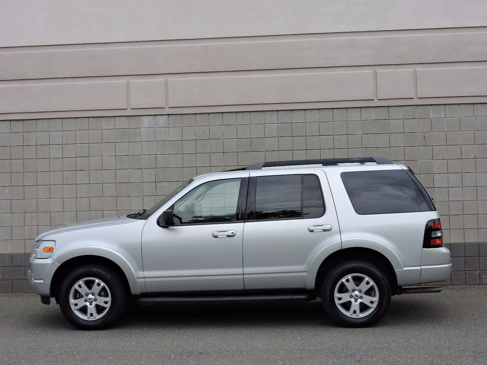 used 2010 ford explorer xlt at saugus auto mall. Black Bedroom Furniture Sets. Home Design Ideas