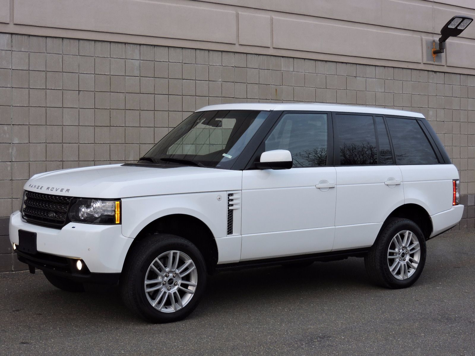 used 2012 land rover range rover hse at saugus auto mall. Black Bedroom Furniture Sets. Home Design Ideas