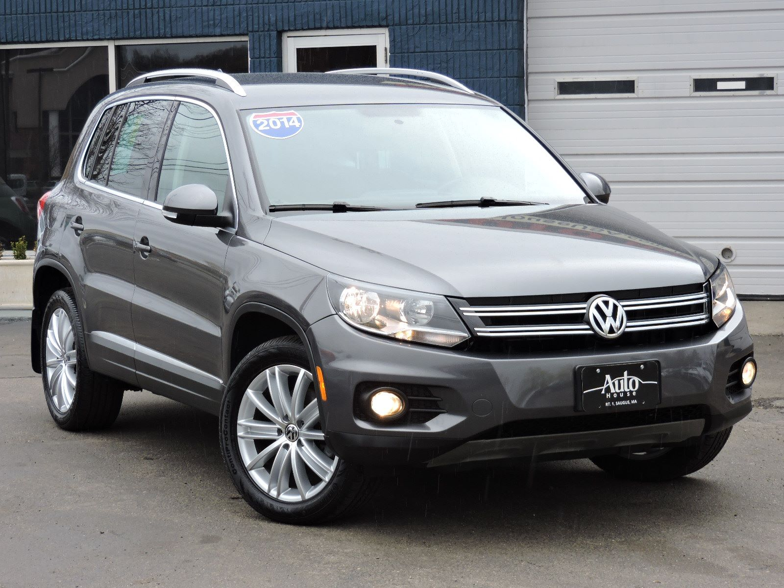 used 2014 volkswagen tiguan se at saugus auto mall. Black Bedroom Furniture Sets. Home Design Ideas