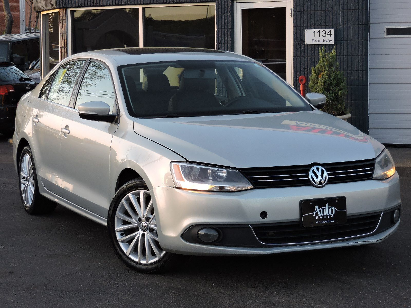 used 2011 volkswagen jetta sedan sel wsunroof pzev at saugus auto mall. Black Bedroom Furniture Sets. Home Design Ideas