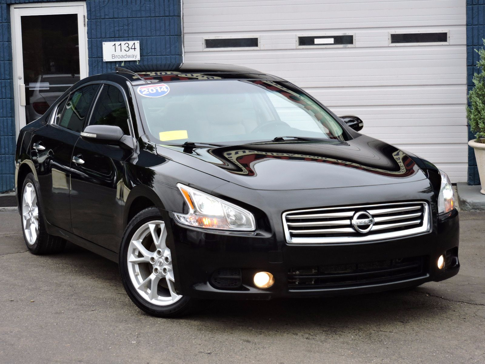 Photos of a used 2014 nissan maxima 35 sv wpremium pkg at saugus show all thumbs voltagebd Images