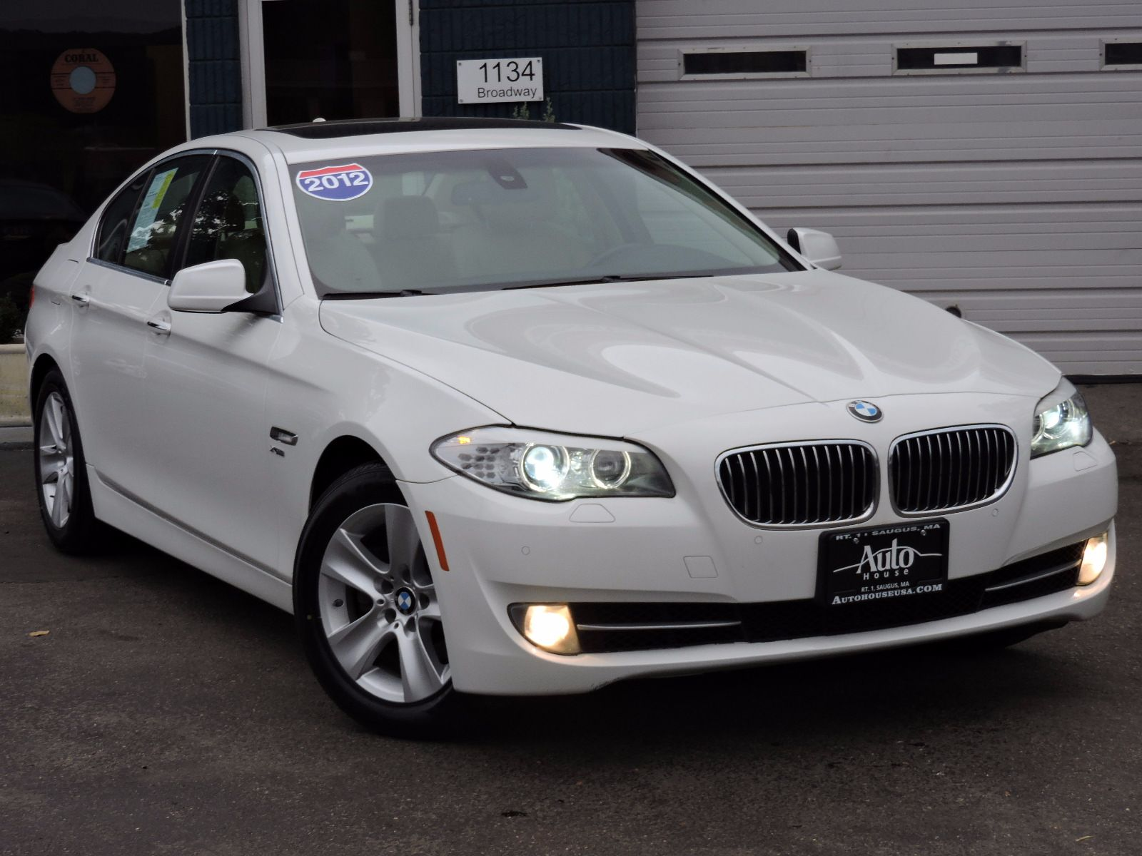 2012 BMW 528i xDrive - All Wheel Drive - Navigation