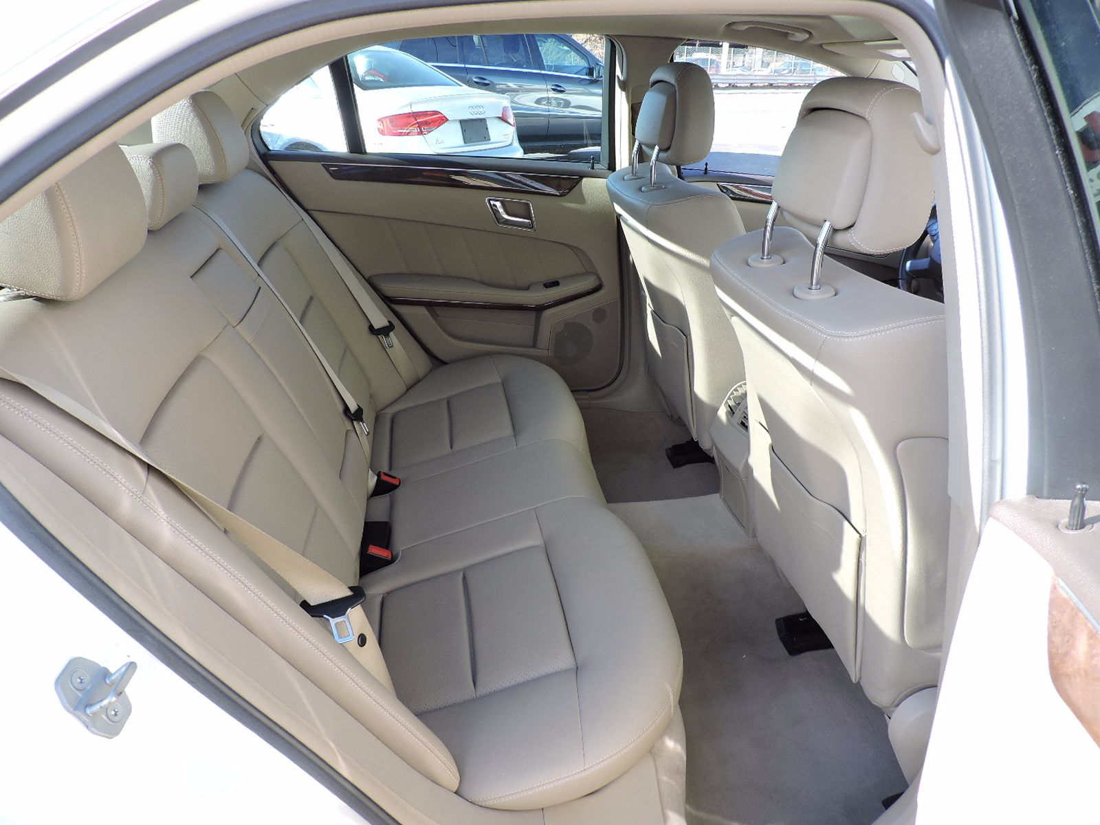 2010 Mercedes-Benz E 350 - Luxury - 4Matic - All Wheel Drive - Navigation