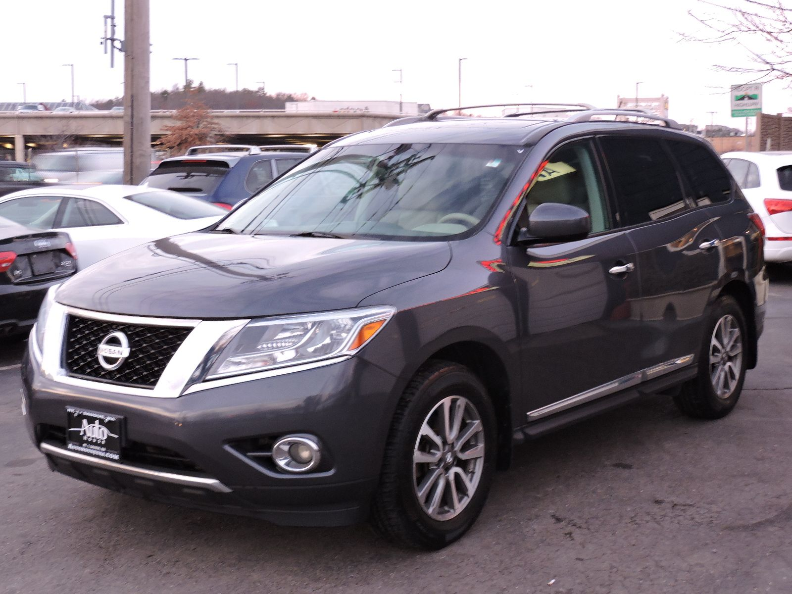 2013 Nissan Pathfinder SL - All Wheel Drive - DVD Entertainment