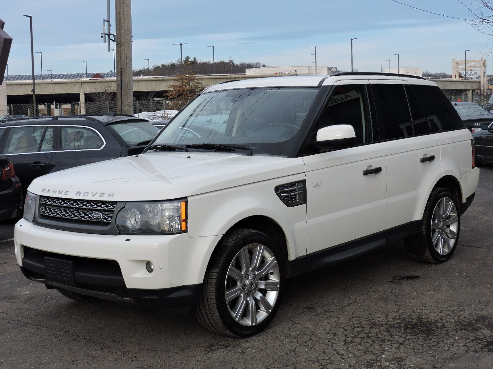 http://saugusautomall.com/uimages/vehicle/3745189/full/2010-Land-Rover-Range-Rover-Sport-SC-SALSH2E46AA248945-7163.jpeg