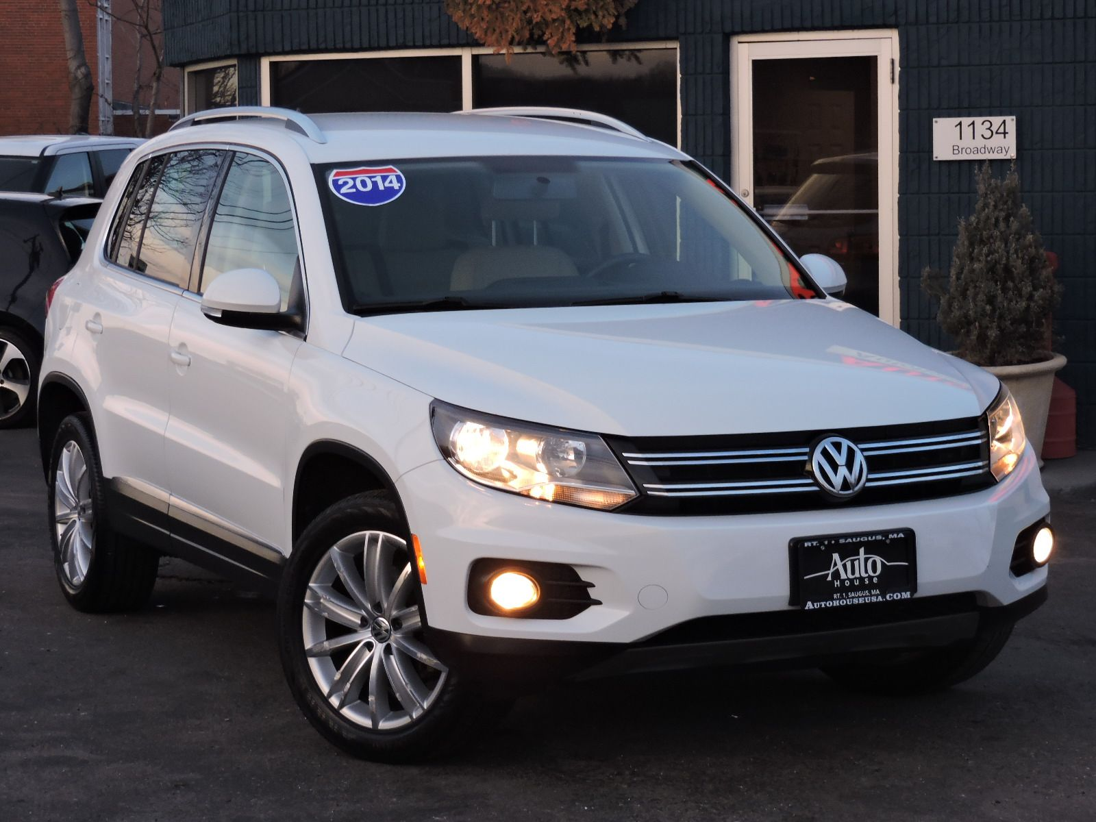 review car with tiguan transmission six a line automatic notes of equipped article r comes reviews autoweek volkswagen speed
