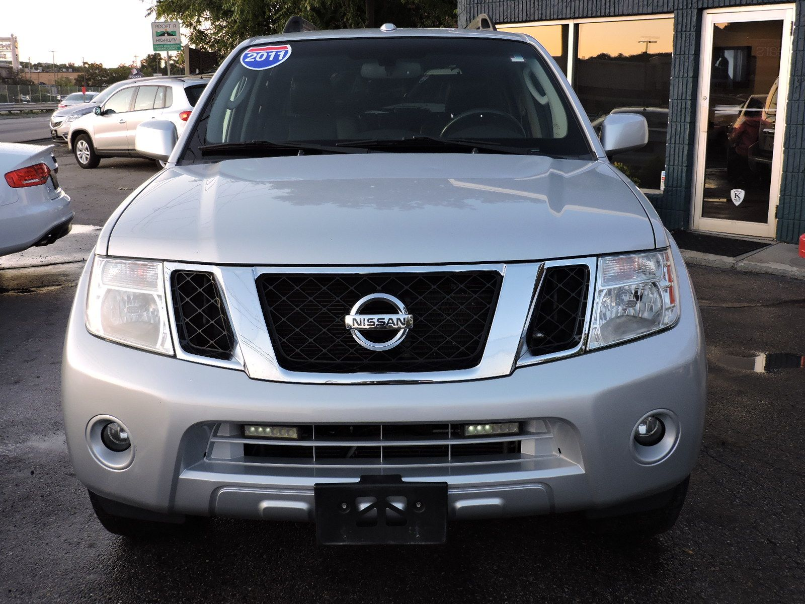 2011 Nissan Pathfinder LE Silver Package AWD