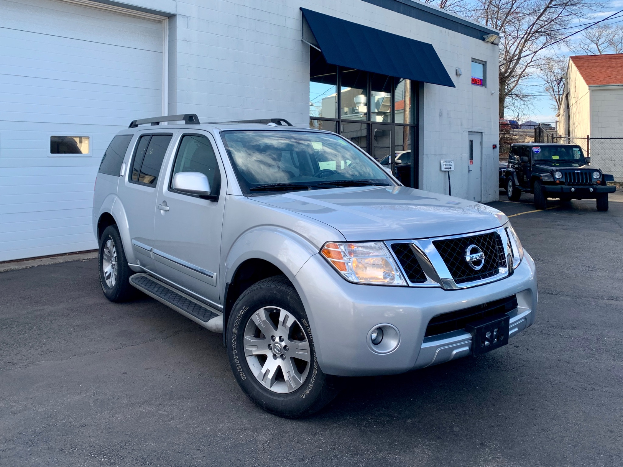 2011 Nissan Pathfinder Silver Package AWD